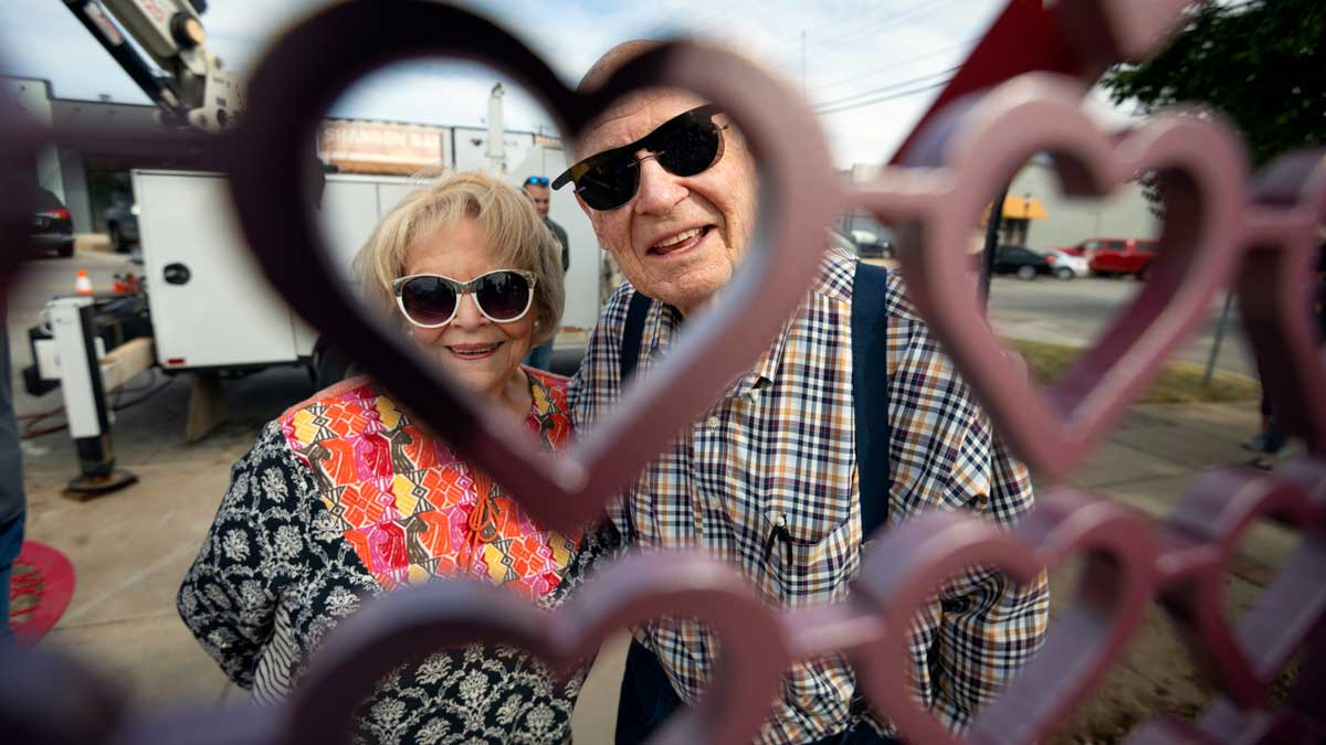 "Bob and Kathy Thomas at the installation of ""Key to My Heart"" (Photo: Eriech Tapia)"