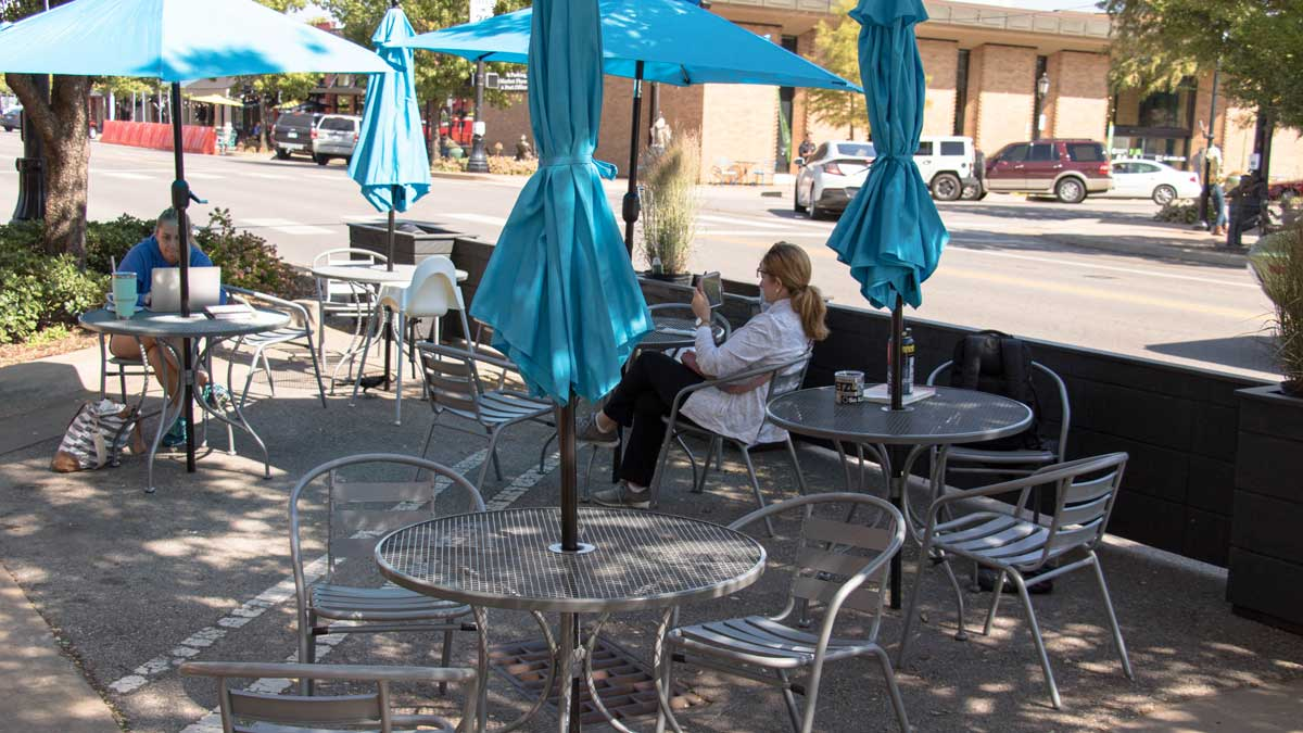 """Streatery seating at Cafe Evoke in downtown Edmond (Photo: <a href=""""https://edmondbusiness.com/author/brent-fuchs/"""">Brent Fuchs</a>)"""