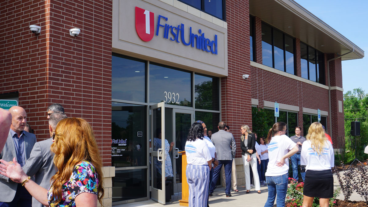 """A group of Edmond residents networking at the grand opening of First United (Photo: <a href=""""https://edmondchamber.com"""">Edmond Chamber</a>)"""